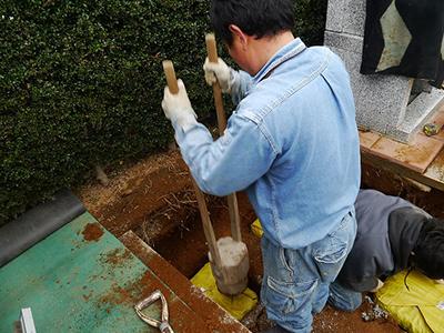 お墓の地盤強化工事